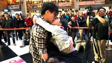 Besos y gestos de amor retratados en Taiwán.