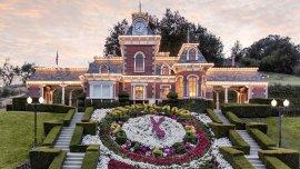 Neverland cuenta con más de 1.000 hectáreas; dispone de siete dormitorios, 13 baños y un jardín cuatro veces mayor que el tamaño de Mónaco.