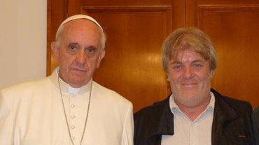 Gustavo Vera junto a su amigo, el papa Francisco