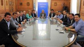 Rogelio Frigerio junto a los intendentes peronistas