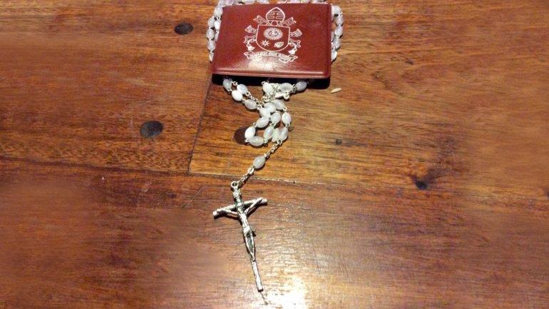 El rosario que el papa Francisco le envió a Milagro Sala