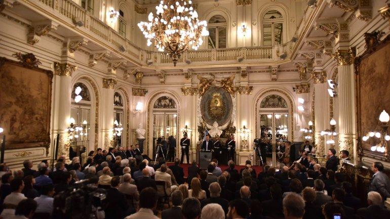 Foto de archivo. Macri anunció cambios en Ganancias a mediados de febrero. La oposición le puso un freno en el Congreso.