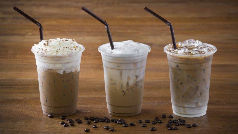 Un vaso de café grande puede contener hasta 25 cucharadas de azúcar dependiendo de los agregados