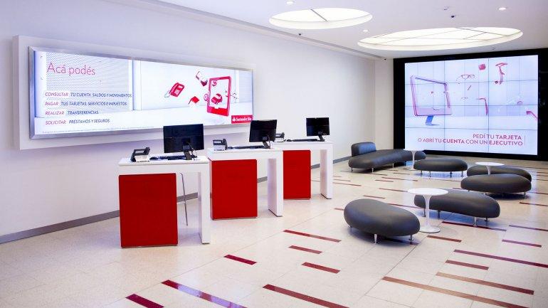 Santander Río desarrolló una plataforma con mínima presencia de personal y la última tecnología para puntos con alta concentración de clientes