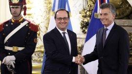 François Hollande y Mauricio Macri en Ezeiza
