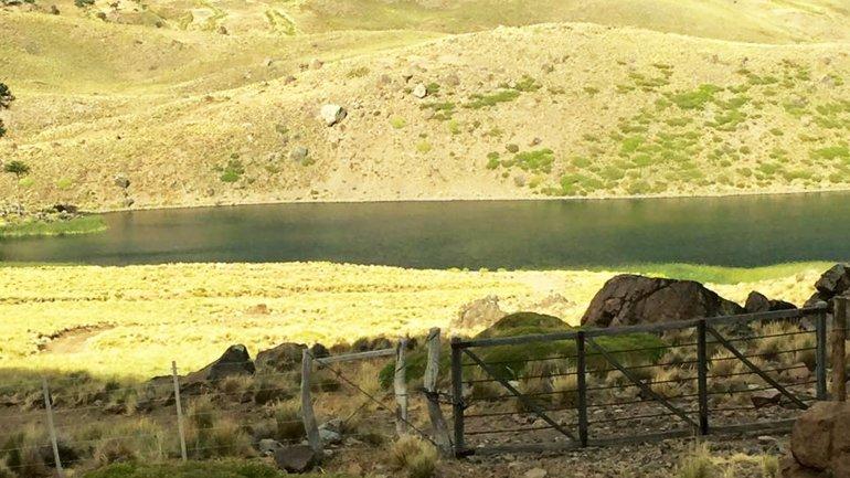 La laguna Los Carrizo, cercada por un sobrino de Pinochet.
