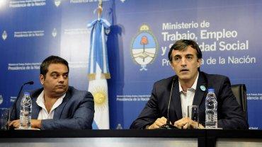 Jorge Triaca y Esteban Bullrich durante la conferencia