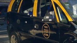 Así quedó el taxi tras el ataque