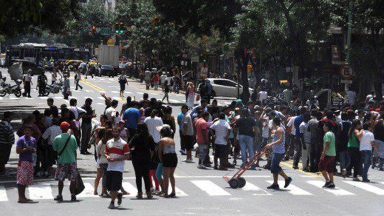 Los manteros se resisten a operar en predios asignados por el Gobierno de la Ciudad
