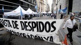 La Asociación Bancaria acordó durante el primer trimestre un aumento a cuenta del 32% y protestó contra los despidos en el sector.