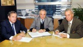 Los líderes de los mercantiles, Carlos de la Vega (CAC); Armando Cavalieri (Faecys) y Osvaldo Cornide (CAME)