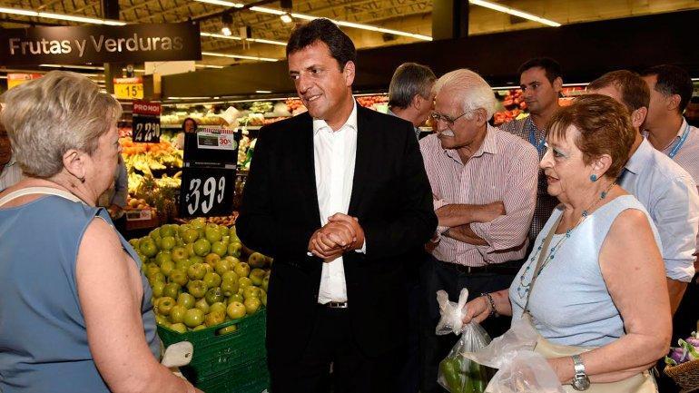 Sergio Massa recorrió un supermercado en Mendoza