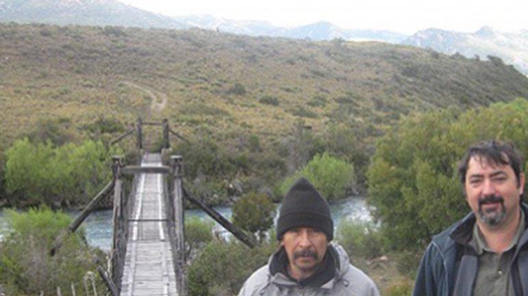 Ted Turner cerró un puente sobre el río Traful.