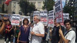 La protesta de la izquierda frente a la casa de Alfonso Prat-Gay