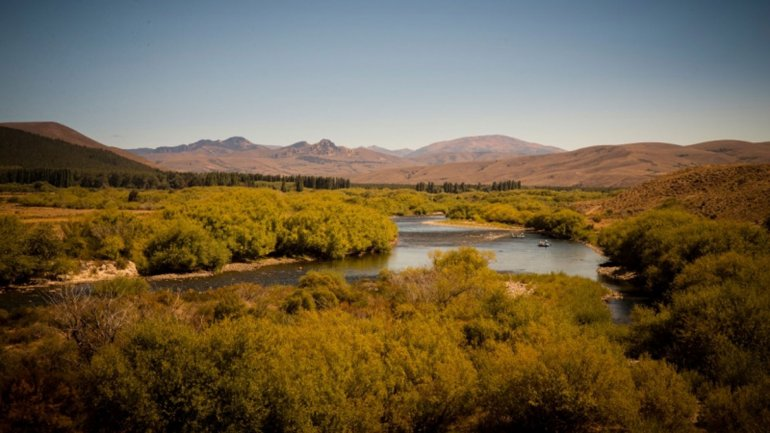 Río Chimehuín, apropiado por la familia Larminat.