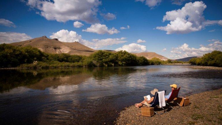 Hay que pagarle a la familia Larminat para llegar al río Chimehuín.