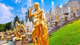 Peterhof, en la ciudad del mismo nombre, a 29 kilómetros de San Petersburgo, Rusia.