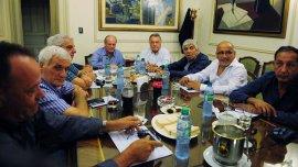 Antonio Caló, Luis Barrionuevo y Hugo Moyano, en la reunión que realizaron a principios de marzo