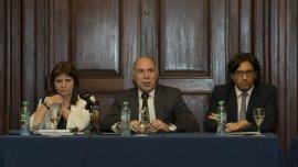 La ministro de Seguridad, Patricia Bullrich, el presidente de la CSJN, Ricardo Lorenzetti, y el ministro de Justicia, Germán Garavano
