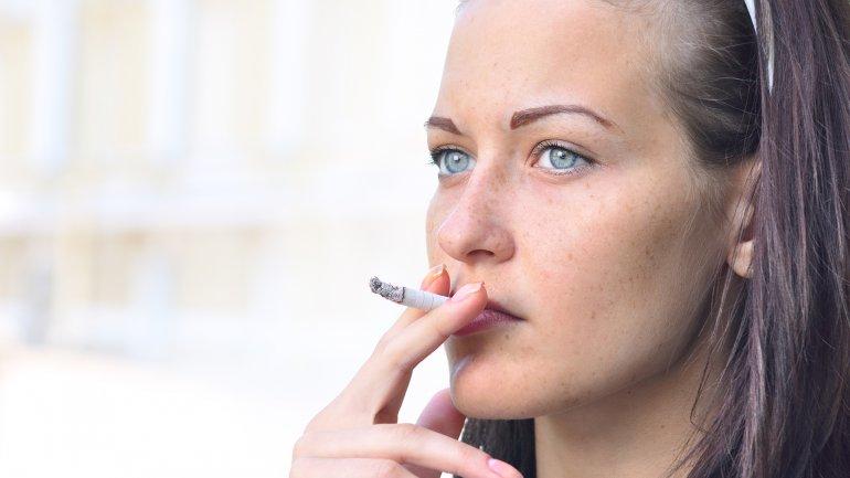 La prevalencia de infertilidad es mayor en las fumadoras, así como el tiempo para lograr embarazo