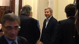 Rogelio Frigerio en un pasillo del Congreso Nacional, el martes por la tarde