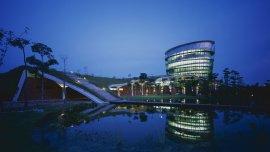 Una fábrica en Malasia fue renovada con una extensión totalmente sustentable.
