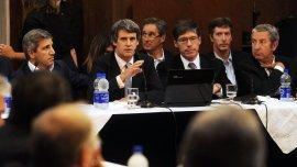 El ministro Alfonso Prat-Gay aseguró en el Senado que luego del pago a los holdouts bajará la deuda pública