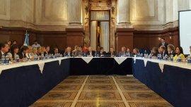 El plenario de las comisiones de Presupuesto y de Economía debate con los Gobernadores
