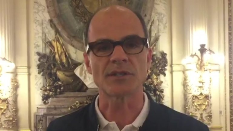 En la piel de Doug Stamper, el actor Michael Kelly aprovechó su visita a la Casa Rosada para enviarle un mensaje a Mauricio Macri