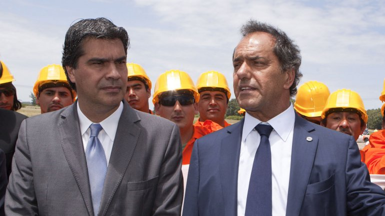 Jorge Capitanich, uno de los organizadores, y Daniel Scioli, que quiere ponerse al frente de la unidad del peronismo