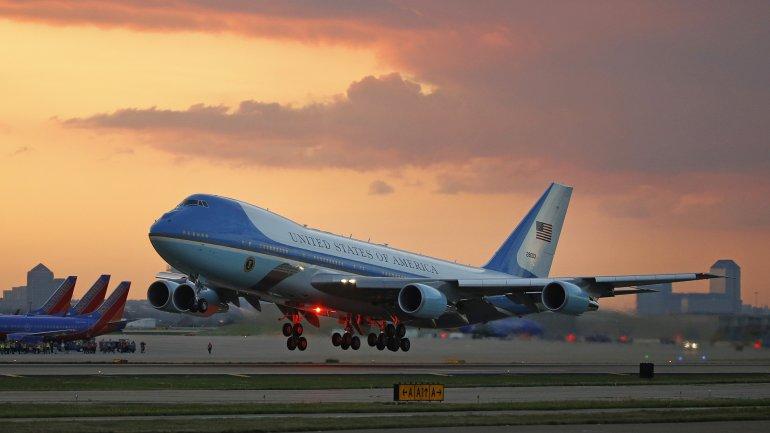 El Air Force One aterrizará mañana a la noche con Barack Obama, su esposa Michelle y sus hijas Malia y Sasha. Viene desde Cuba, después de una histórica visita a la isla tras 88 años.