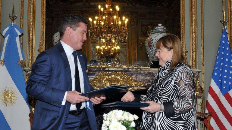 El embajador de los Estados Unidos en Argentina Noah Mamet junto a la Canciller Susana Malcorra