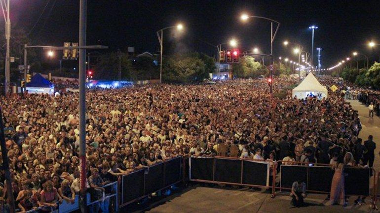 Más de 200.000 personas participaron del Via Crucis