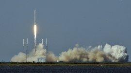 El Falcon 9 durante el despegue