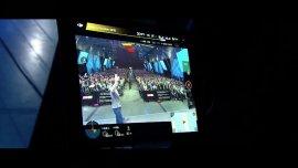 Mark Zuckerberg saluda a la cámara del drone que transmitió en vivo con Facebook Live