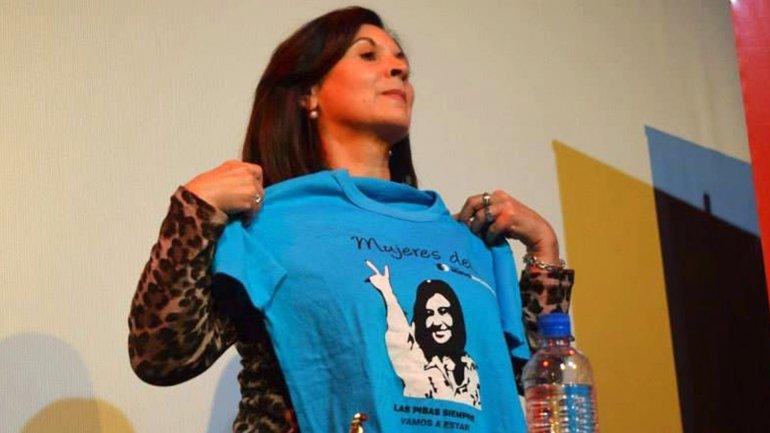 Susana Timarco con una remera de Cristina Kirchner: el gobierno anterior le otorgó millones de pesos a la madre de Marita Verón
