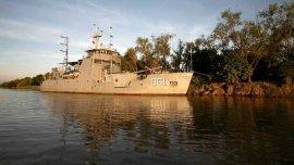 La Armada envío dos barcos al Litoral para ayudar a los damnificados por las inundaciones.