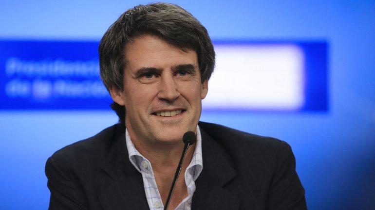 El ministro de Hacienda y Finanzas, Alfonso Prat-Gay, se muestra confiado en alcanzar la meta de reducir el déficit fiscal a 4,8% del PBI
