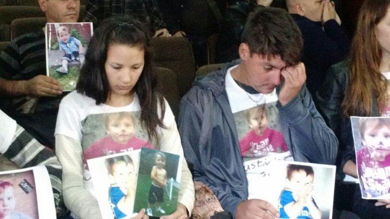 La familia de Santiago escuchó la sentencia en la sala del juicio