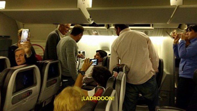 """""""Rata, basura"""": el violento escrache a Zannini en un avión rumbo a Miami"""