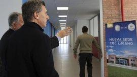 Mauricio Macri durante una visita a una sede de la UBA