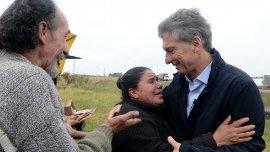 El emotivo abrazo del encuentro entre Mauricio Macri y el vendedor de tortas asadas.