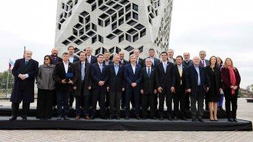 Rogelio Frigerio junto a los gobernadores luego de firmar la devolución de la coparticipación
