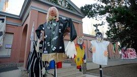 Los muñecos que representan a Alicia Kirchner y sus colaboradores se destacaron en la protesta