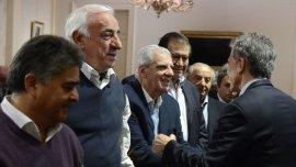 El presidente, Mauricio Macri, saludó a los integrantes del Consejo del Empleo, la Productividad y el Salario