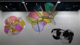 Foam 60B/32p, (2015) y otrasobras de Tomás Saraceno que presentará la galería Esther Schipper.