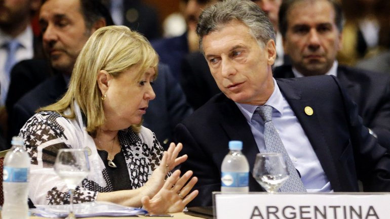 La canciller Susana Malcorra charla con el presidente Mauricio Macri