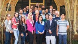 Mario Díaz con los miembros de su equipo en el Center for Gravitational Wave Astronomy, Texas