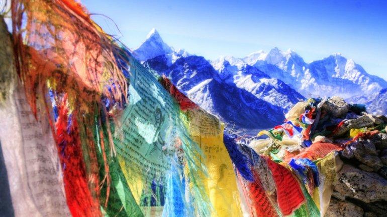 Lejos del mundo occidental, en la cordillera del Himalaya, se alza el increíble reino de Bután.