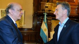 Esta tarde recibí a José Serra, el nuevo canciller de Brasil, escribió Macri en su cuenta de Twitter.